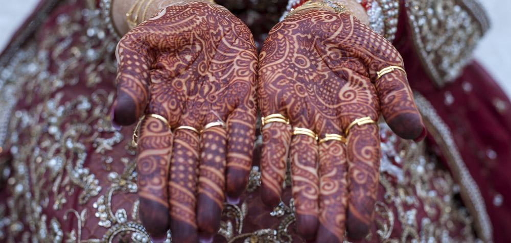 Mani colorate con l'hennè