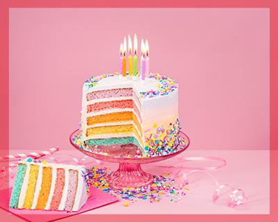 Torta arcobaleno di compleanno