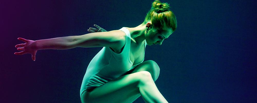 ballerina in posizione di coreografia