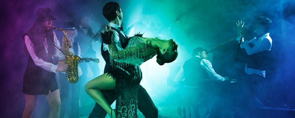 ballerini con orchestra si esibiscono